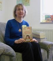 """Sehr anschaulich und unterhaltsam stellte Helga Hagel das Buch """"8 Verse für ein Halleluja"""" von Lars Quittkats vor"""