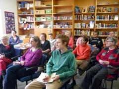 Gespannt lauschten die Zuhörenden Helga Hagels Vortrag zu
