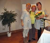 Christine Westermann mit Büchereileiterin Rosemarie Gesche und Anne Alfen vInhaberin der Dollendorfer Bücherstube (von rechts) fotografiert von Dr. Ulf Krause